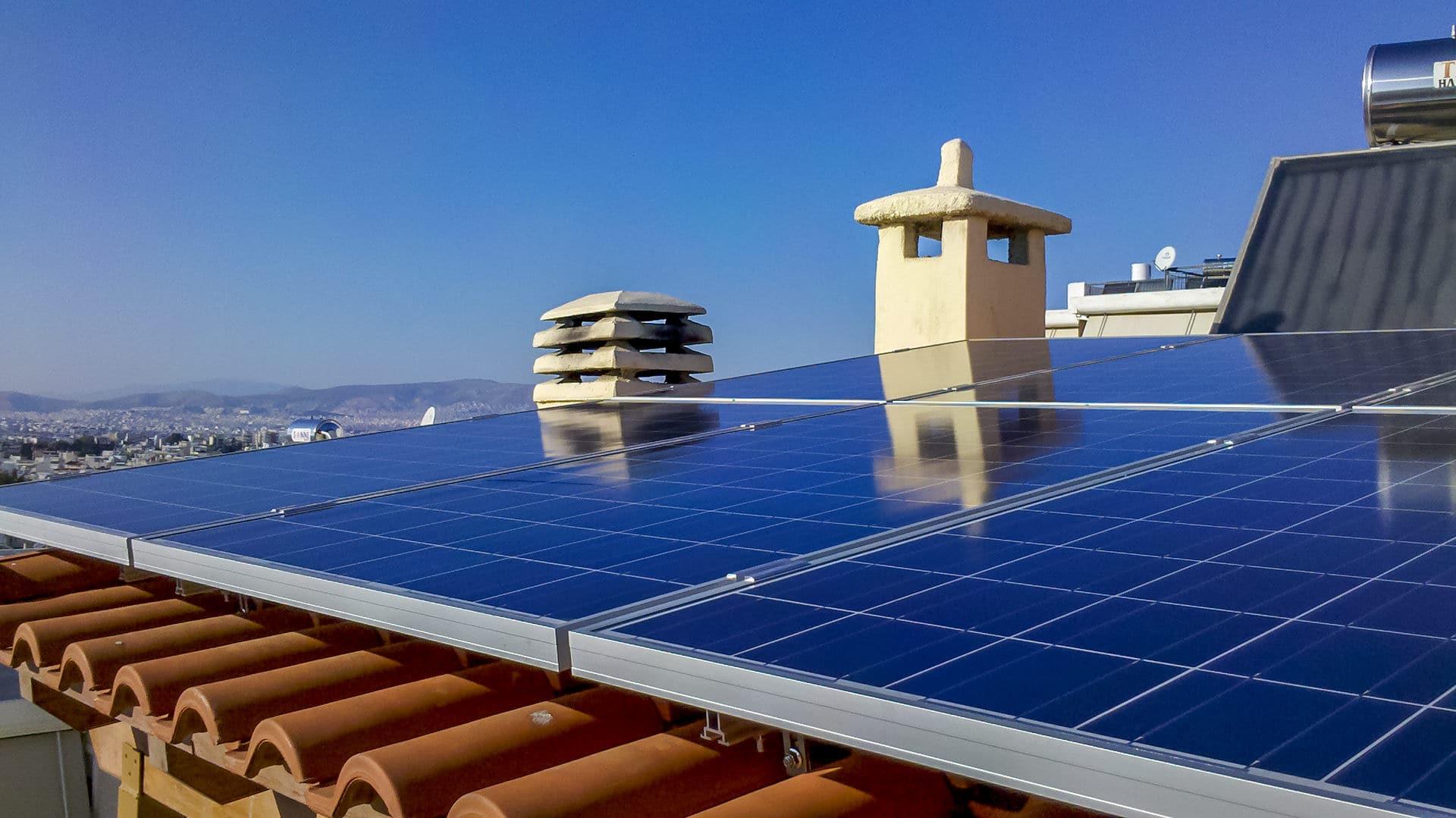 Φωτοβολταϊκό σύστημα σε οροφή κατοικίας