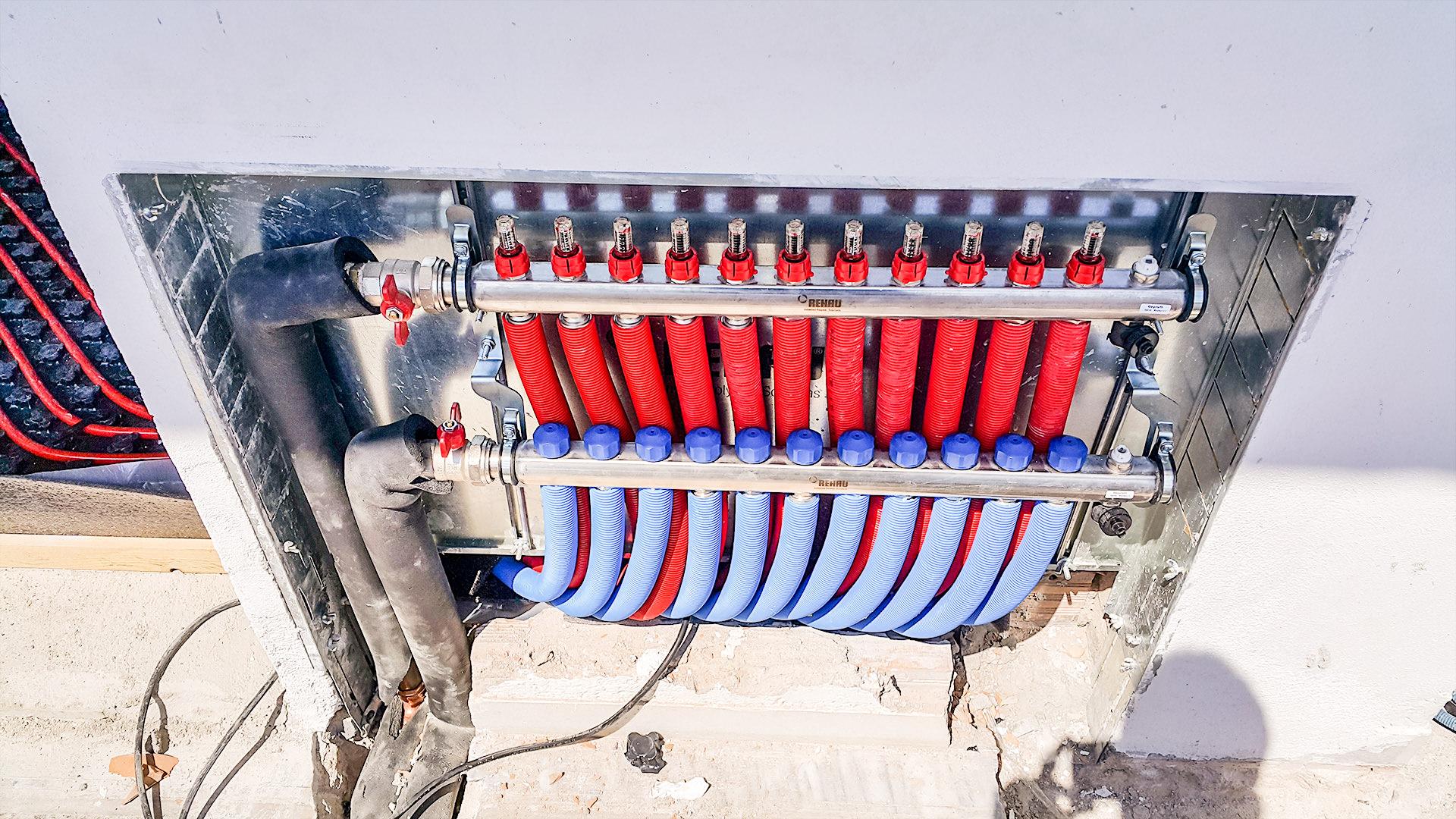 Ενδοδαπέδιο σύστημας θέρμανσης νερού με αντλία θερμότητας Carrier σε οικία στο Παραδείσι της Ρόδου από την Rodos Air